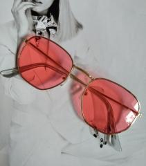 Солнцезащитные геометрические очки с цветной