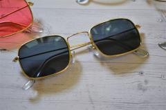 Солнцезащитные очки прямоугольные с цветной линзой
