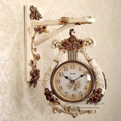 Двухсторонние настенные часы для гостиной