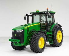 Трактор John Deere cерии 8R