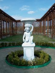 Скульптура-вазон Мальчик с корзинкой арт 258