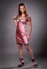Стильное коктейльное шелковое платье с бусинами.