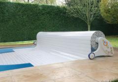 Roletnoye nakryty for the pool