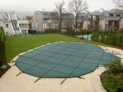 Trampoline nakryty for the pool