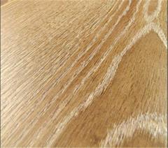 Color quartz sand in polymeric bulk floors.