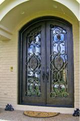 Двери входные, двери с коваными элементами