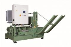 The briquetting machine of RUF 400 makes briquettes of 150 x 60 mm in size in the section (the German DIN 51731 standard)
