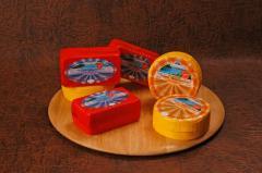 El queso De Chedder Kozachok la grasura de 45 %.