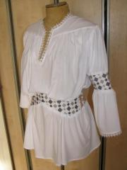 White blouse - tunic with the Ukrainian embroidery