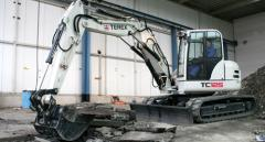 Midsize excavators on caterpillar to the HARDWARE series Terex course