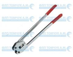 Clutch for the fastening of the ends of tapes metal brackets