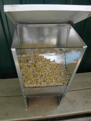 Bunker feeder with a viewing window and a