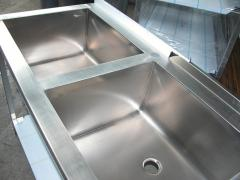 Tables, sinks, regiments, carts, racks from