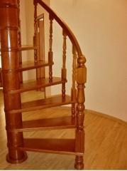 Винтовые деревянные лестницы готовые