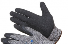 Gloves for protection against risks of mechanical