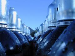 Mixes gas-liquid