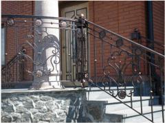 Handrail is shod, metal