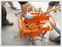 Hydraulic latch manual for concrete pumps at the