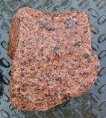 Камінь гранітний червоний