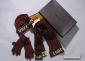 Уборы головные женские. Шапка,шарф и перчатки