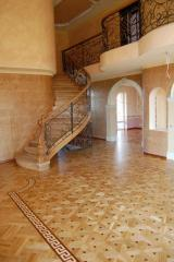 Parquet board for a heat-insulated floor, the