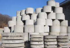 Bottoms of wells reinforced concrete, concrete
