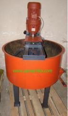 Concrete mixer for moist mixes on 250 l