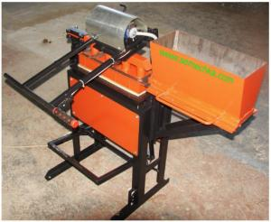 Vibrating press for production of paving slabs on