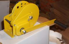 The winch is mechanical manual