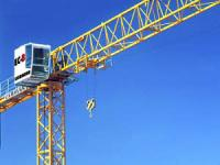 Tower cranes with upper rotating device of