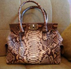 Exclusive tailoring of bags from genuine leather