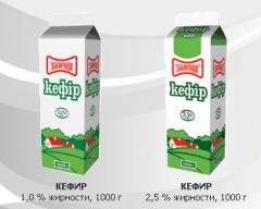 """Кефир 1,0 % и 2,5 % жирности, упаковка - 1000 гр – кисломолочный продукт очень богат кальцием, в котором регулярно нуждается наш организмпр-во ТМ """"Злагода""""."""