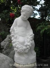Скульптура девочка с розами