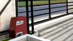 Automatic equipment for industrial gate