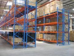 Pallet and half-internal racks