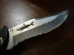 Складной нож с гравировкой на лезвии
