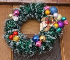 Новогодняя мишура,новогодние елки, подарки