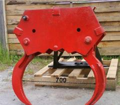 Hydraulic claw for skidding of the wood, a