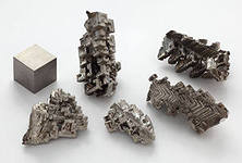 Bismuth of nitrate 5 waters