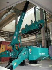Pass the MAEDA MC 405 CRM crane
