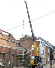 Pass the MAEDA LC 383 crane
