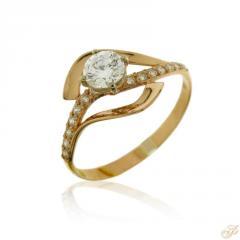 Золотое кольцо со вставками из кубического