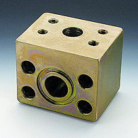 Flanges (reducing SAE, 90 block °). For connection
