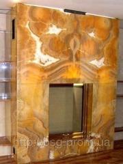 Камин из оникса
