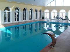 Antiskid coverings for pools