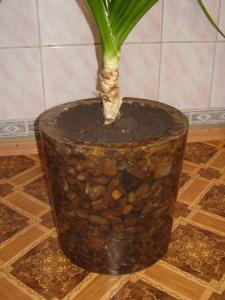 Cache-pot decorative of a stone