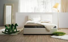 Кровать с кробом для белья и подъёмным механизмом
