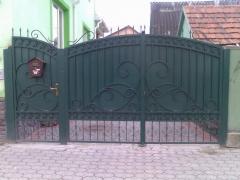 Gate deaf with a gate