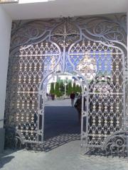 Gate are shod, the Pochayevsky entrance