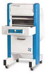 The bread slicer is automatic